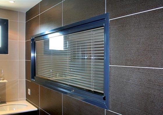 ecozal-vitrage-store-integre-sanitaires