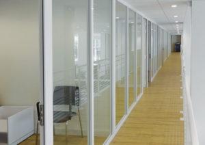 parecloses-amenagement-plateforme-bureaux-vitres